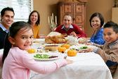 çoklu nesil aile ile noel yemeği kutluyor — Foto de Stock