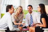 Empresários com tablet digital com reunião no escritório — Foto Stock