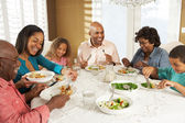 Familia de generación multi disfrutando de comida a domicilio — Foto de Stock