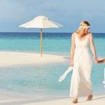 Bride With Bridesmaid At Beautiful Beach Wedding — Stock Photo