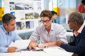 Grupp män möte i creative office — Stockfoto