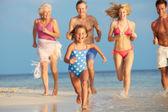 Generazione della famiglia multi divertirsi in mare in vacanza spiaggia — Foto Stock