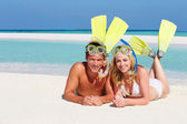 Couple With Snorkels Enjoying Beach Holiday — Stock Photo
