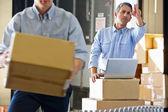Trabalhadores no armazém de distribuição — Foto Stock
