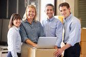 Trabajadores de almacén de distribución — Foto de Stock