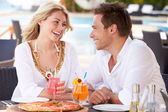 Couple Enjoying Meal In Outdoor Restaurant — Stockfoto