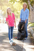 Mother And Daughter Picking Up Litter In Suburban Street — Stock Photo