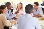 Gruppmöte i kreativa kontor — Stockfoto