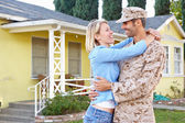 Wife Welcoming Husband Home On Army Leave — Stock Photo
