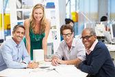 Vergadering in architecten kantoor — Stockfoto