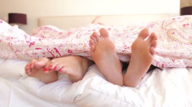 Feet wriggling in bed. — Stock Video