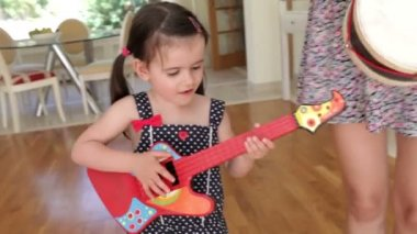 Daughter plays toy guitar and sings — Stock Video