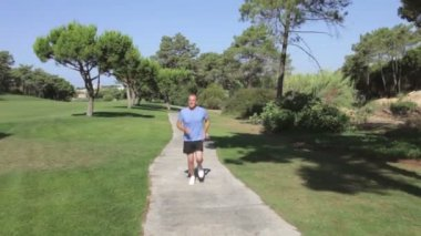 Senior man in park jogging towards — Stock Video