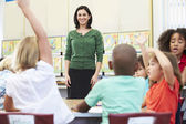 Teacher Talking To Elementary Pupils In Classroom — Stock Photo