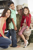 Family Greeting Military Father Home On Leave — Stock Photo