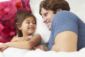 Father And Daughter Lying In Bed Together — Stockfoto