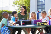 Elementary Pupils And Teacher Eating Lunch — Stock Photo