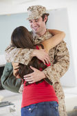 Wife Greeting Military Husband Home On Leave — Stock Photo