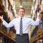 Portret van manager in magazijn — Stockfoto