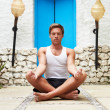 Man Meditating Outdoors At Health Spa — Stock fotografie