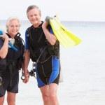 Senior Couple With Scuba Diving Equipment Enjoying Holiday — Stock Photo