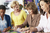 Women Making Quilt Together — Stockfoto