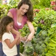 Mother and daughter shopping for produce — Stock Photo #4757833
