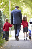 Father Walking To School With Children — Φωτογραφία Αρχείου
