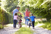 Family Pushing Bikes — Stock Photo