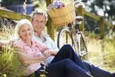 Couple Relaxing On Country Cycle Ride — Stock Photo