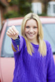 Girl Standing Next To Car — Stock Photo