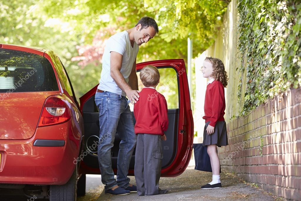 Vater Sein Auto Zur Schule Mit