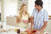 Couple Preparing Healthy Breakfast — Stockfoto