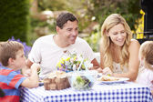 Family Enjoying Outdoor Meal — Foto de Stock