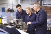 Engineer Teaching Apprentices — Stock Photo