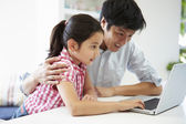 Father Helping Daughter To Use Laptop — Stockfoto