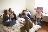 Teenagers Drinking Alcohol In Bedroom — ストック写真