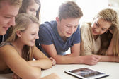 Teenagers Gathered Around Laptop — Stock Photo