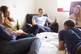 Teenagers Drinking Alcohol In Bedroom — 图库照片