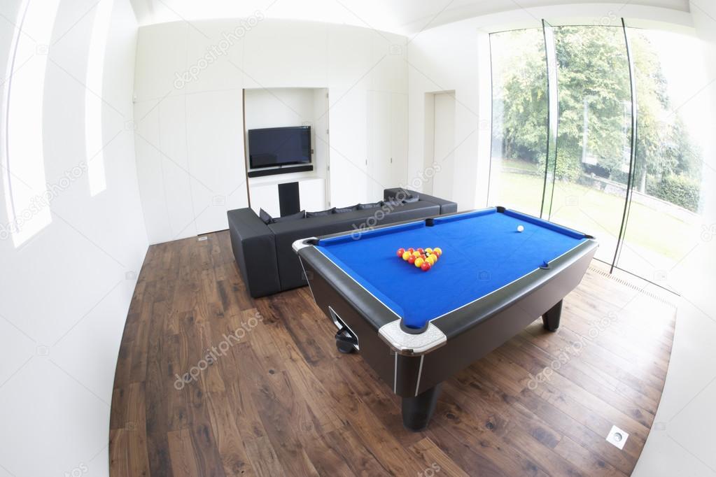 Interior da sala de jogos em casa moderna fotografias de for Casa moderna juegos