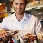 ������, ������: Barman Serving Drinks