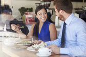 Two Businesspeople Meeting For Lunch In Coffee Shop — Foto Stock