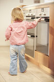 Young Girl At Risk From Hot Oven In Kitchen — Stock Photo