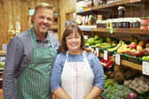 Two Sales Assistant At Vegetable Counter Of Farm Shop — Stock Photo