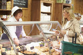 Female Sales Assistant Serving Customer In Delicatessen — Stock Photo