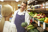 Assistant Helping Customer At Vegetable Counter Of Farm Shop — Stock Photo
