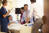 Medical Team Meeting Around Female Patient In Hospital Room — Stockfoto