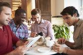 встреча в кафе-ресторане друзей — Стоковое фото