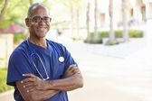 Venkovní portrét ošetřovatel — Stock fotografie