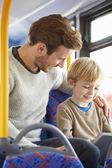 Son med digital tablet på bussresa med far — Stockfoto
